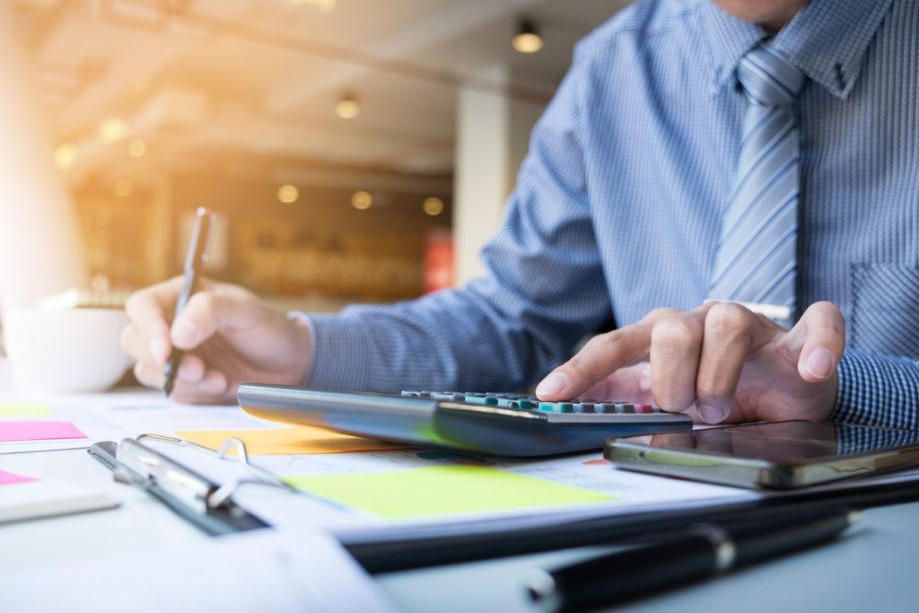 Business Finance Man Calculating Budget Numbers, Invoices And Fi - Pontual Contadores & Associados
